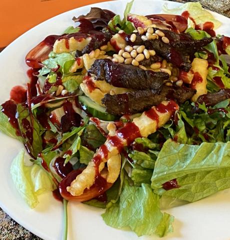 Теплый салат с олениной