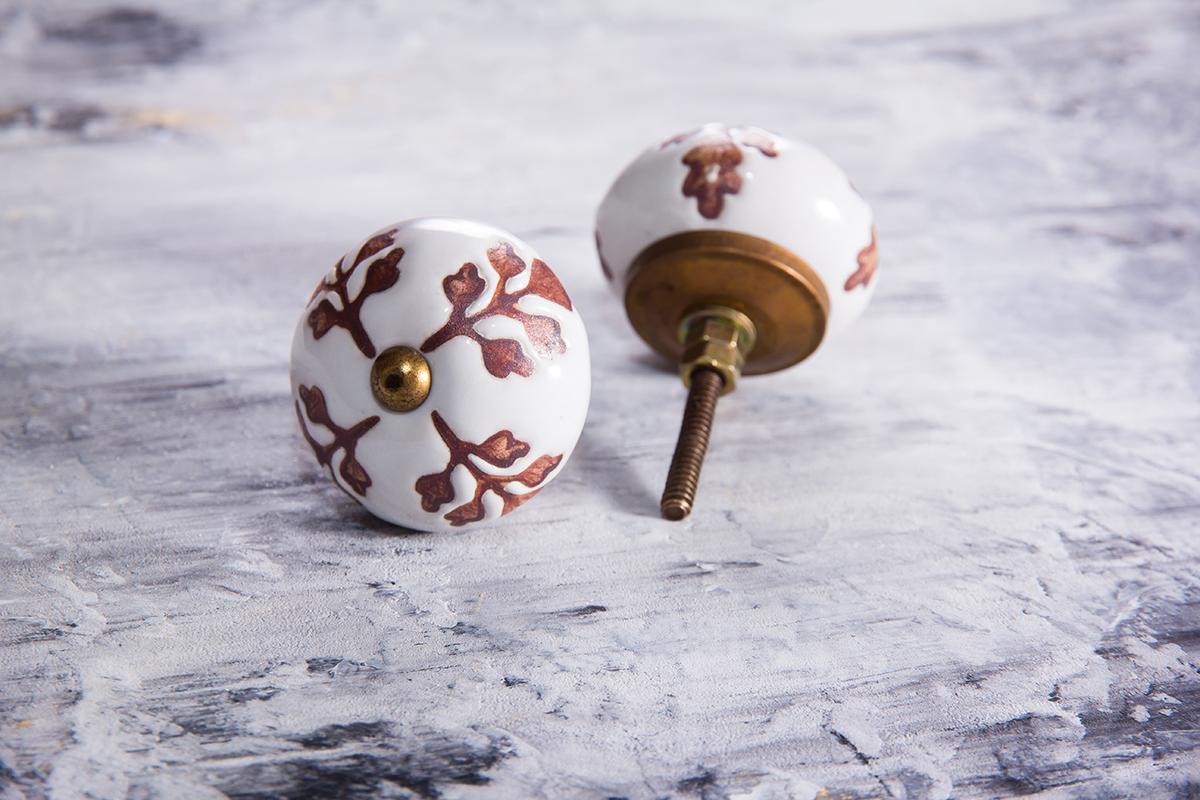 Ручка мебельная керамическая  - белая с веточками шоколадного цвета, арт. 00001010