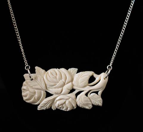 Колье из бивня мамонта «Ветка с розами»