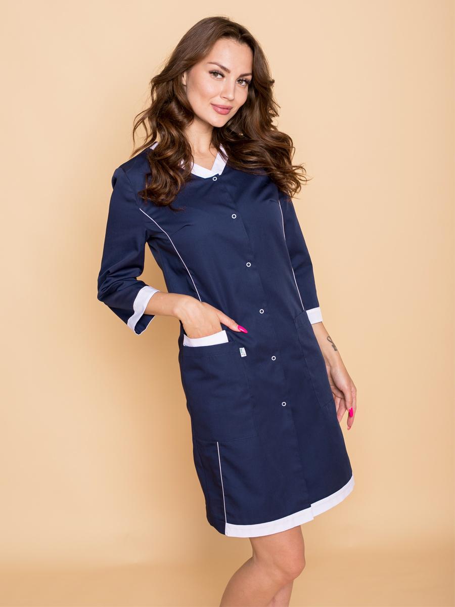 Стильный и элегантный медицинский халат слегка приталенного силуэта с рукавом ¾.