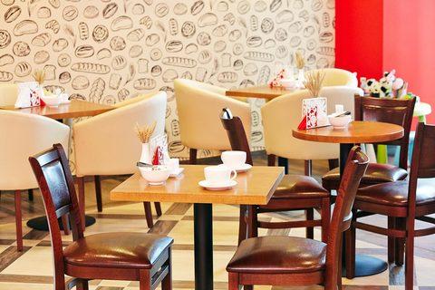 Деревянные стулья для ресторана