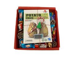 Новогодний подарок с картофельными часами.