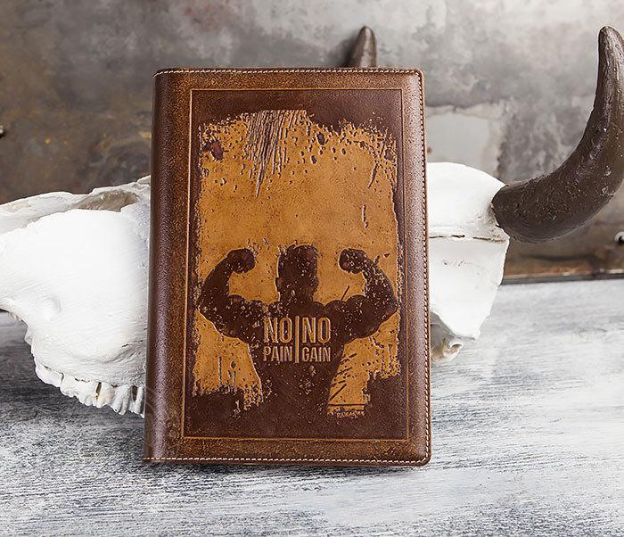 BY05-14-01 Недатированный кожаный ежедневник  с надписью «No pain, no gain» (А5)