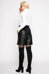 <p>Модные шорты из эко-кожи 2020 года придадут изюминку вашему образу и привлекут внимание представителей сильного пола.&nbsp;</p>