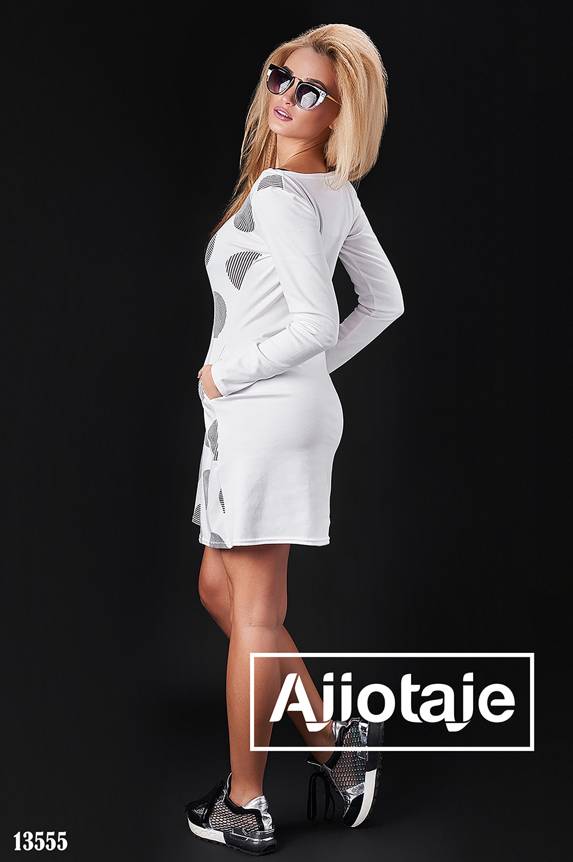Трикотажное белое платье в крупный горох