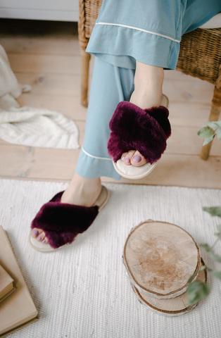 Меховые тапочки пурпурные с перекрестными шлейками с текстильной стелькой бежевой