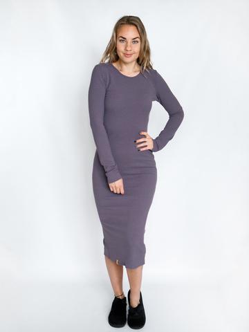 Платье трикотажное с округлым вырезом лавандовое