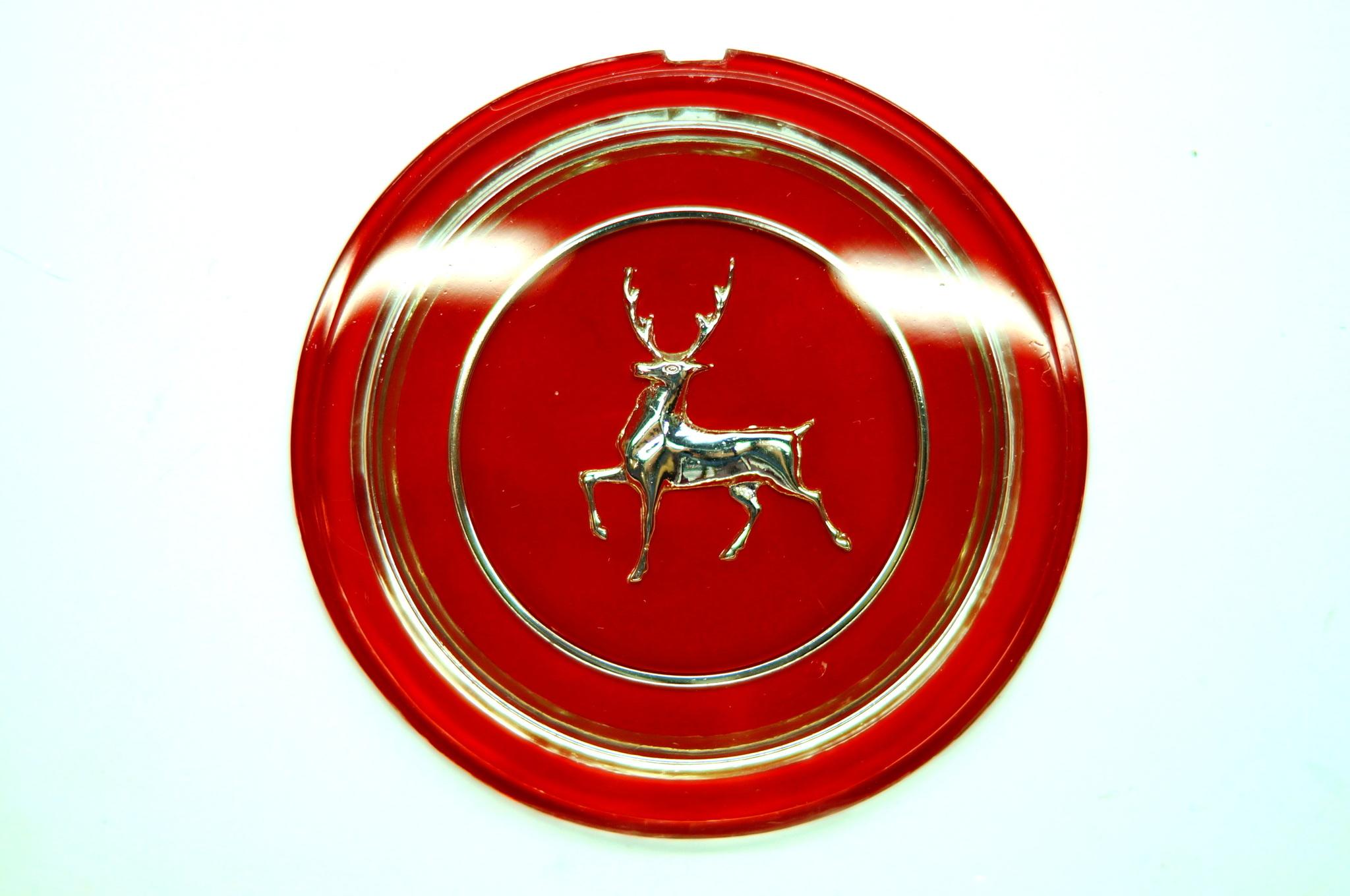 Эмблема руля красная/золото Волга 21 2 серии