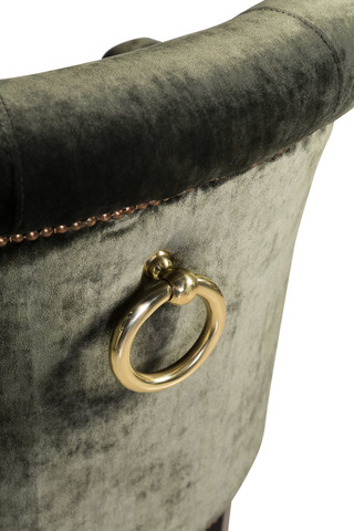 кольцо на спинке кресла