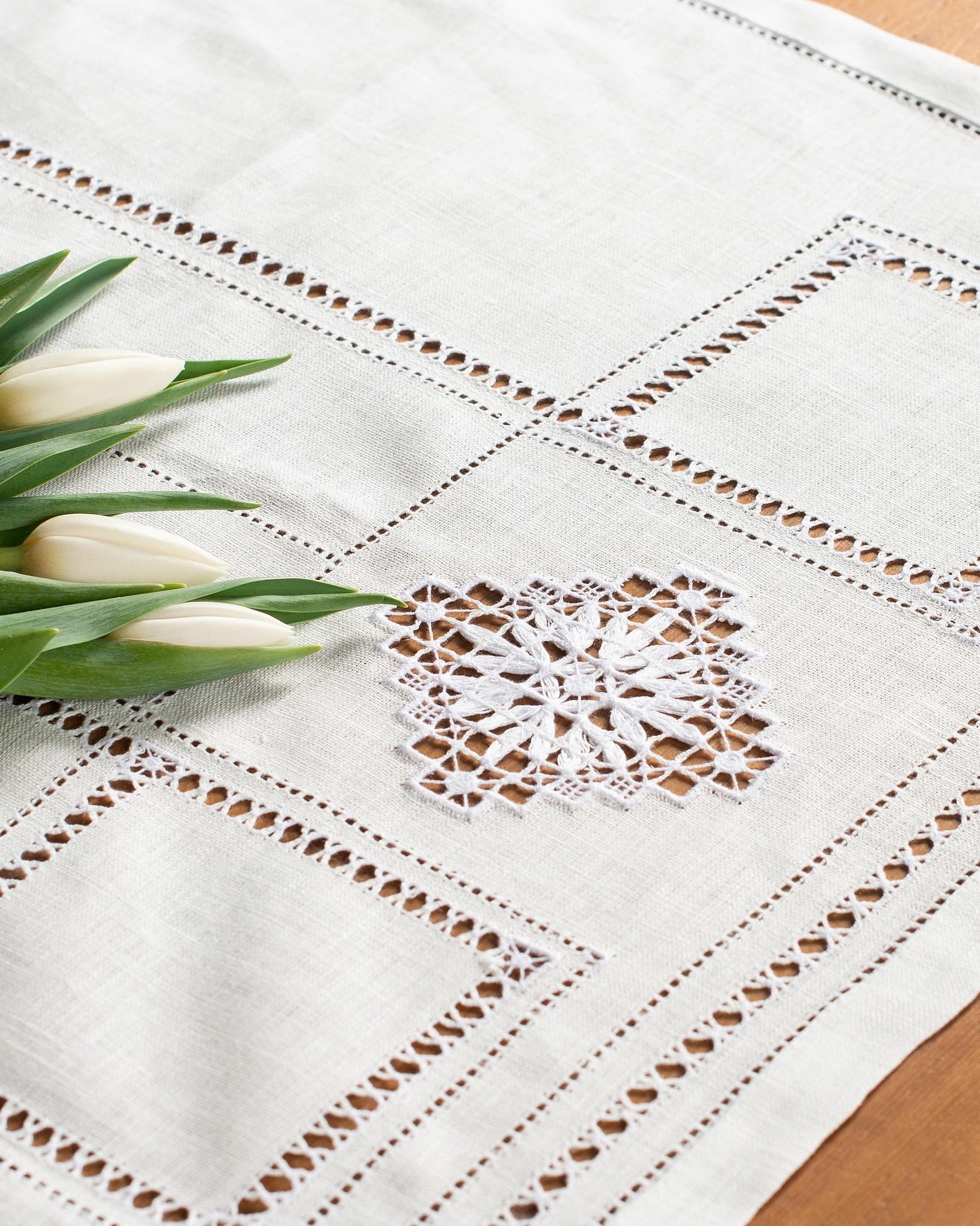 Столовая дорожка с ручной вышивкой Нижегородский гипюр