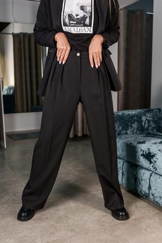 Черный брючный костюм с пиджаком недорого