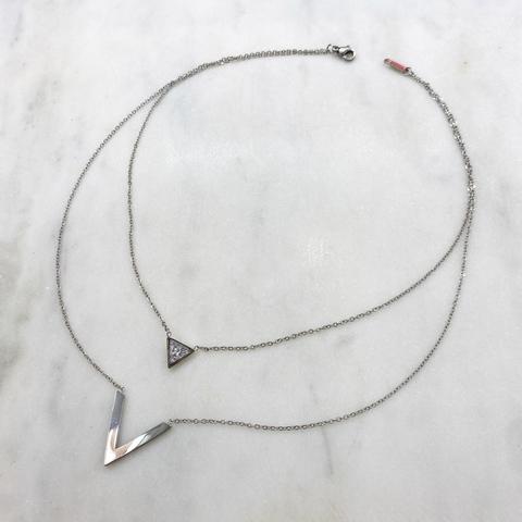 Колье-цепь двухрядное с литерой V и треугольным шармом, сталь (серебристый)