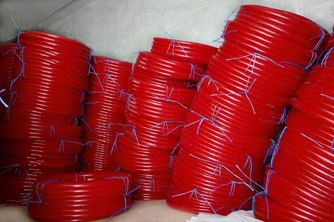 Шланг Ø 18 мм толщина стенки 2 мм красный
