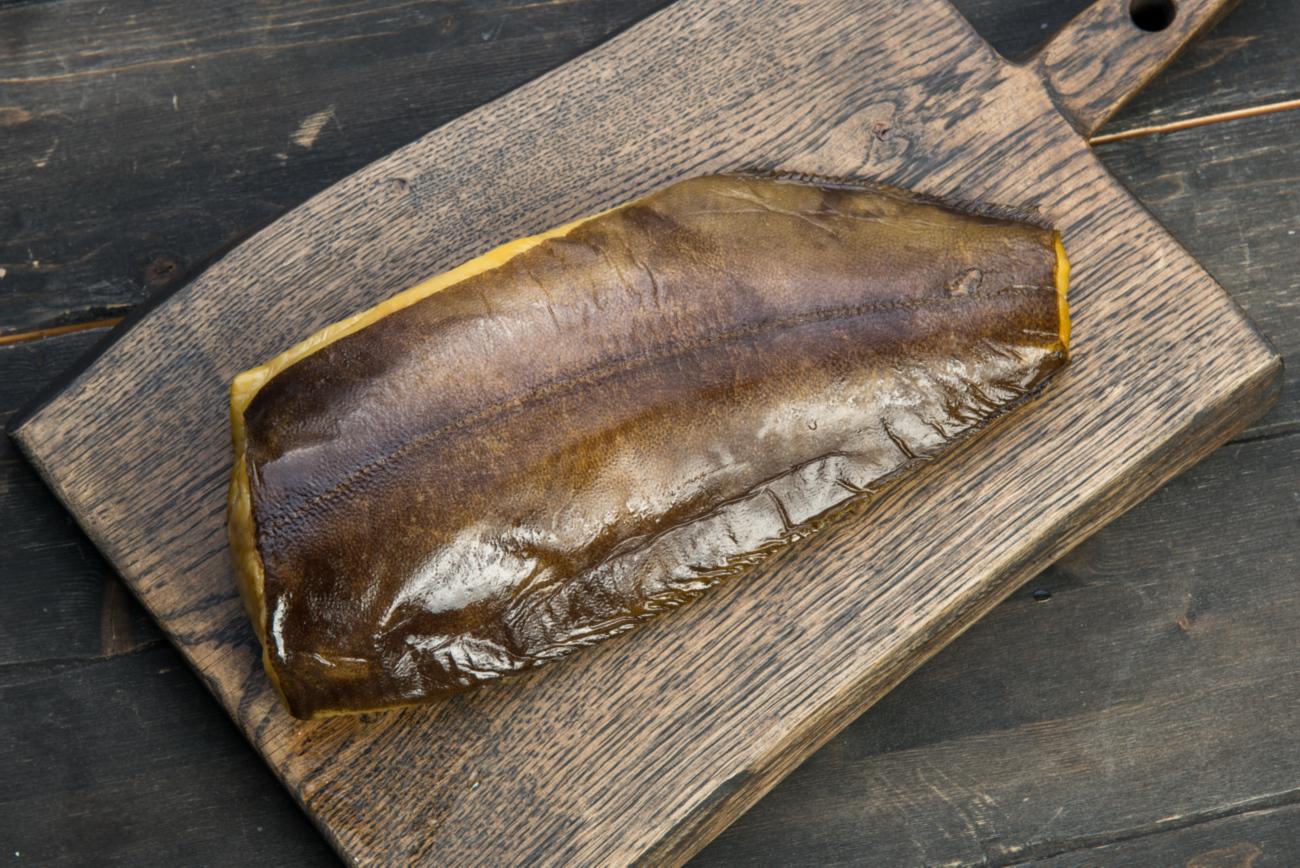 Спинка палтуса (малосоленая, подкопченая)