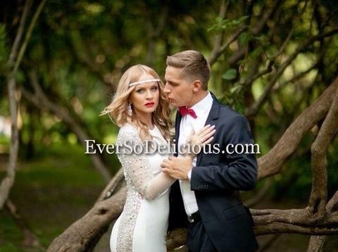 Шикарная невеста в белом платье Jovani 5419