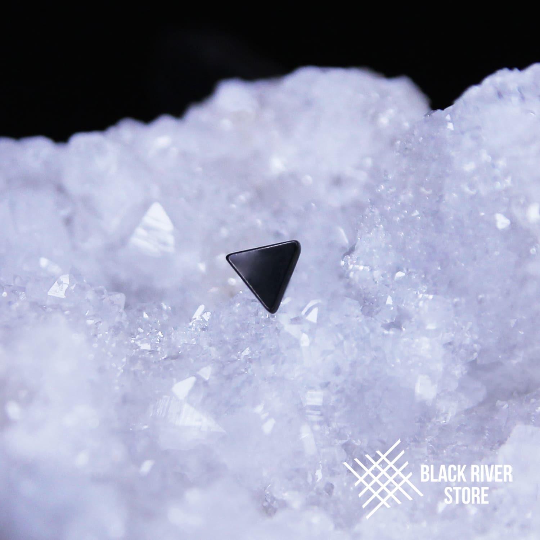 Triangle PVD Black