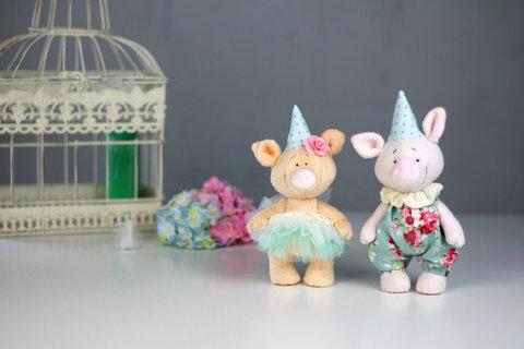 Пара свинок Фред та Емілія