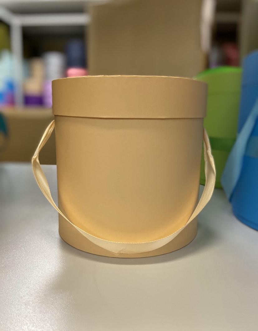 Шляпная коробка эконом вариант 20 см Цвет: Персиковый  . Розница 400 рублей .