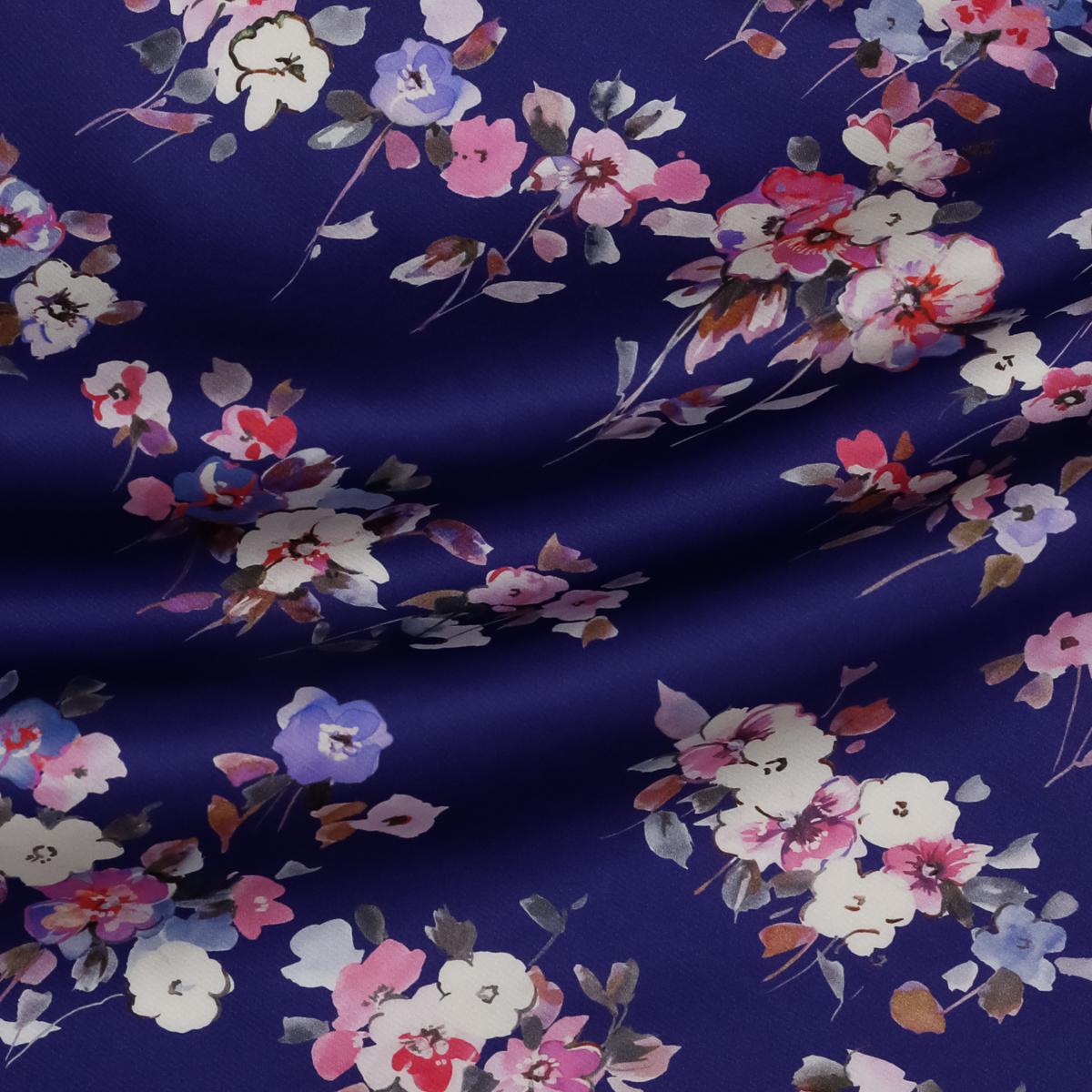Шелковый атлас с мелкими букетами на фиолетовом