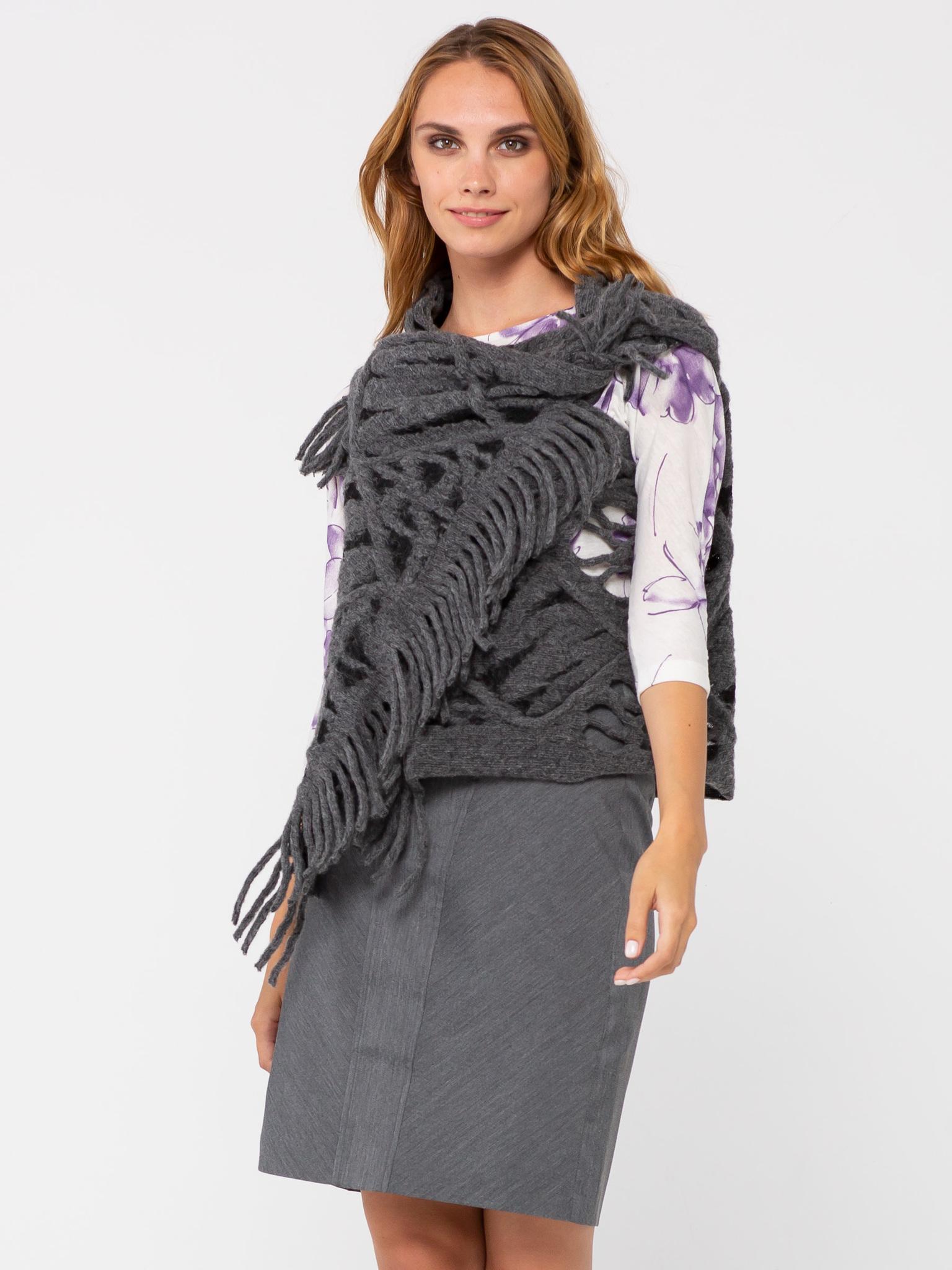 Жилет С044-621 - Изготовлен из фактурной ткани, имитирующей крупную вязку с отверстиями для рук. Универсальный жилет, предназначенный для ношения поверх платьев, блузок, джемперов, жакетов, и даже демисезонных пальто и курток. Универсальность жилета также заключается в том, что он подходит для женщин с 42-го по 48-ой размер, независимо от роста и типа фигуры. Жилет можно застегнуть на декоративную булавку или брошь, подпоясать ремнем\поясом. Также можно использовать завязки на концах жилета. Жилет можно использовать и как оригинальный шарф или снуд. Подобный аксессуар только украсит ваш образ.