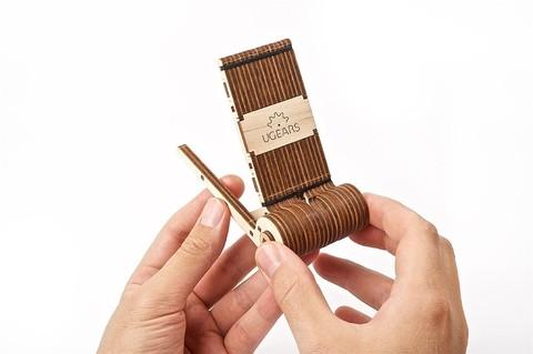 Складная подставка для телефона от Ugears - сборная деревянная механическая модель, 3D пазл