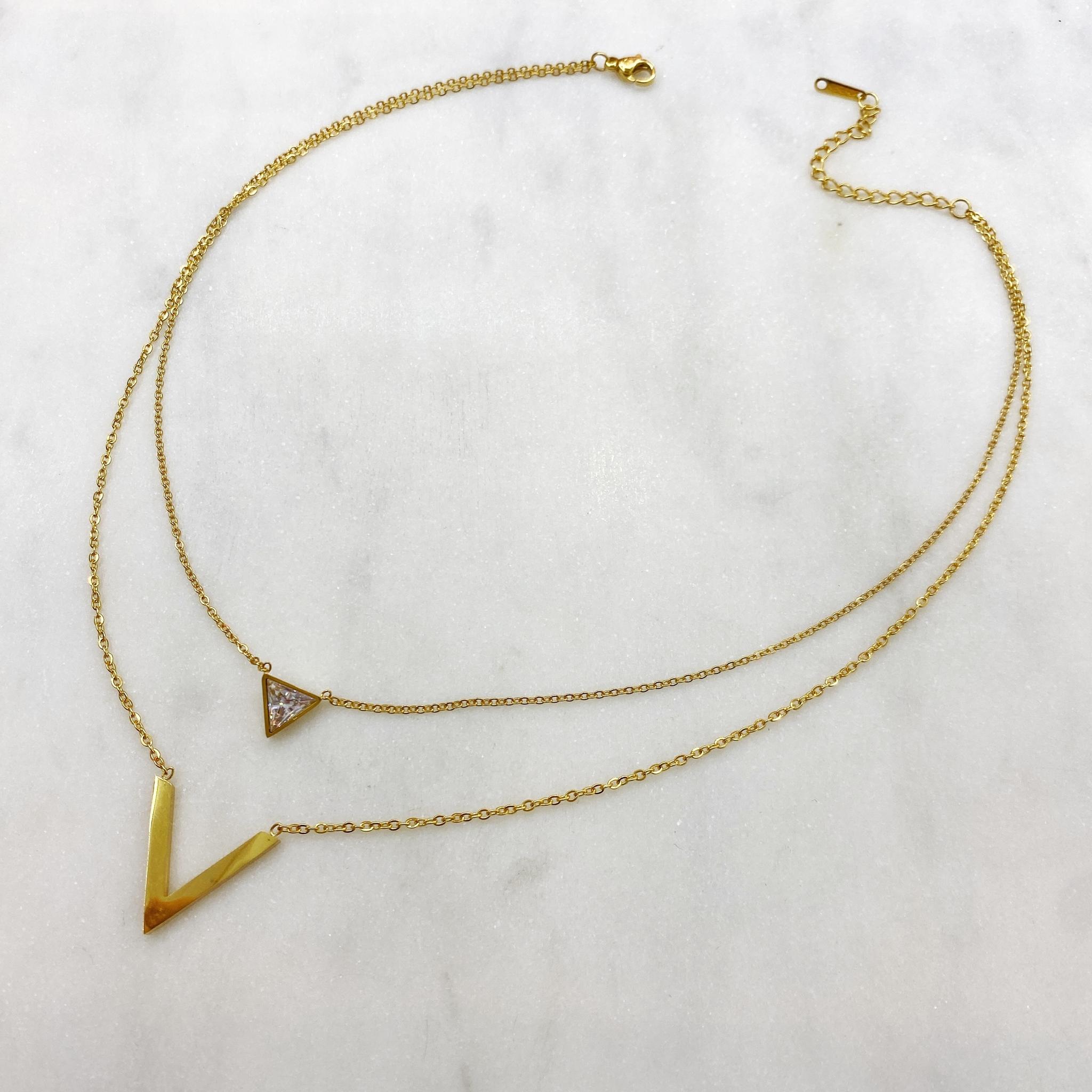 Колье-цепь двухрядное с литерой V и треугольным шармом, сталь (золотистый)