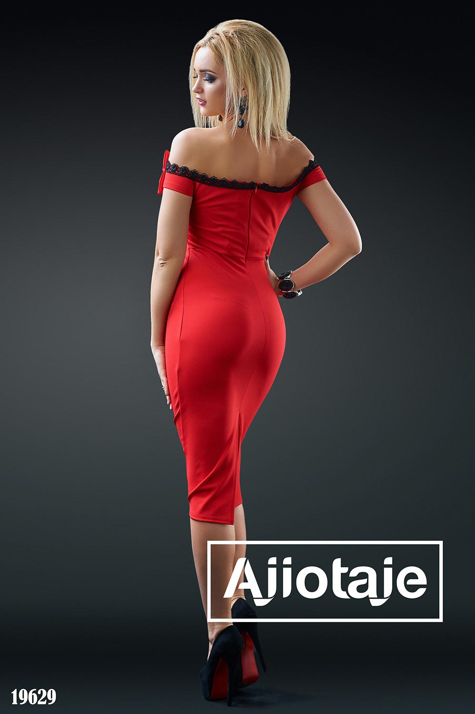 Изящное красное платье с открытыми плечиками