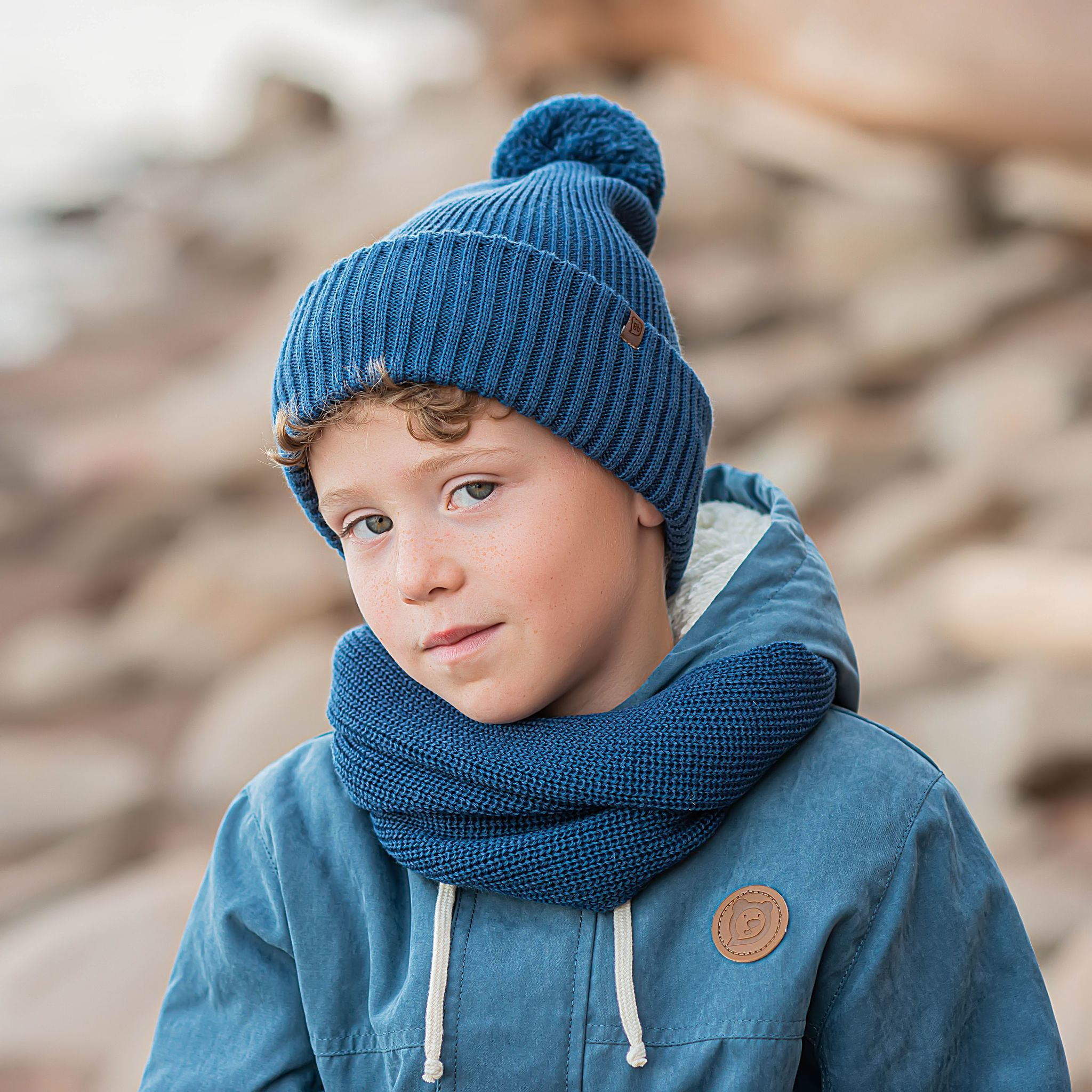 Double turn-up hat with pompon for teens - Deep Blue