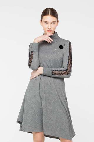 Фото трикотажное платье-водолазка высоким воротником и кружевными вставками на рукавах - Платье З410-675 (1)