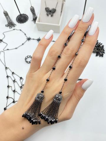 100/030- Длинные серьги с подвесками кисточками из серебра в черном родаже