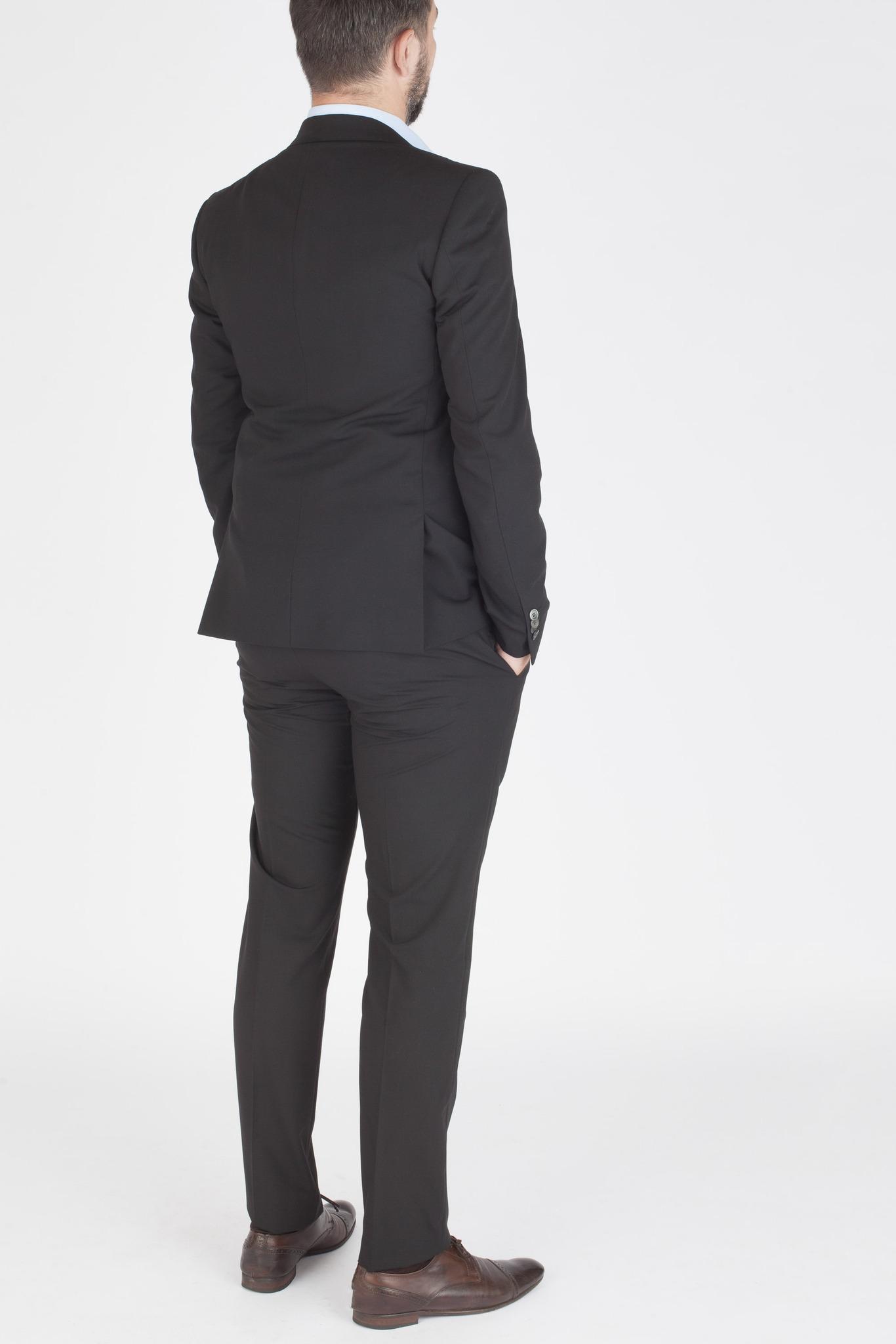 Чёрный шерстяной костюм