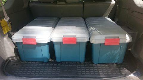 Экспедиционный ящик IRIS RV Box 700, в багажнике автомобиля.