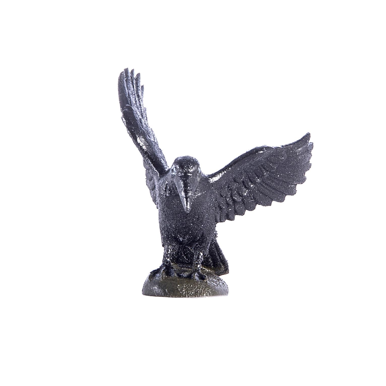 Ворона с расправленными крыльями