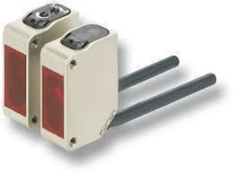 Фотоэлектрический датчик Omron E3ZM-R81 2M