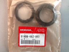Сальник и пыльник передней вилки  HONDA 51490-KAZ-003  (37x50x11 / 37x50.5x10.5)