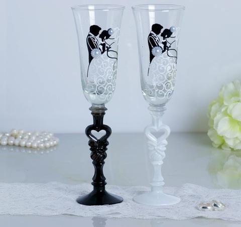 Набор свадебных бокалов «Влюблённые», с сердцем на ножке, 210 мл