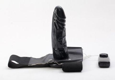 Чёрный страпон с вибрацией - 16 см.