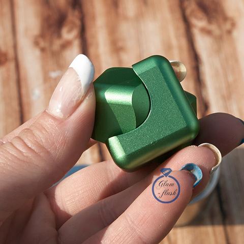 Спиннер-кубик металлический зеленого цвета 17001C_green