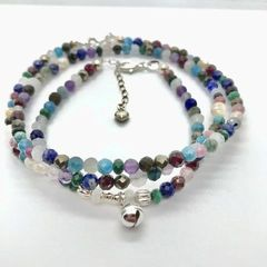 Комплект украшений из разноцветных камней - фото