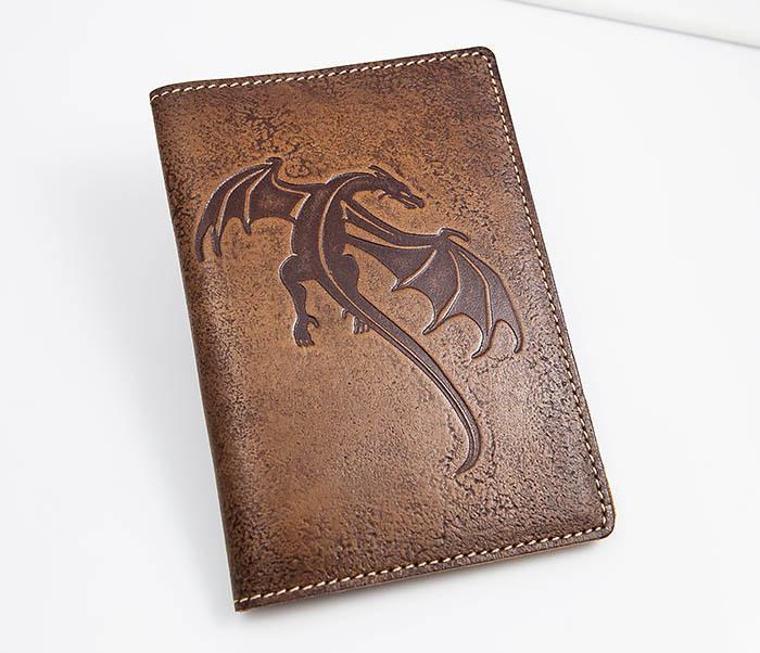 BY14-09-09 Кожаная обложка на паспорт с драконом