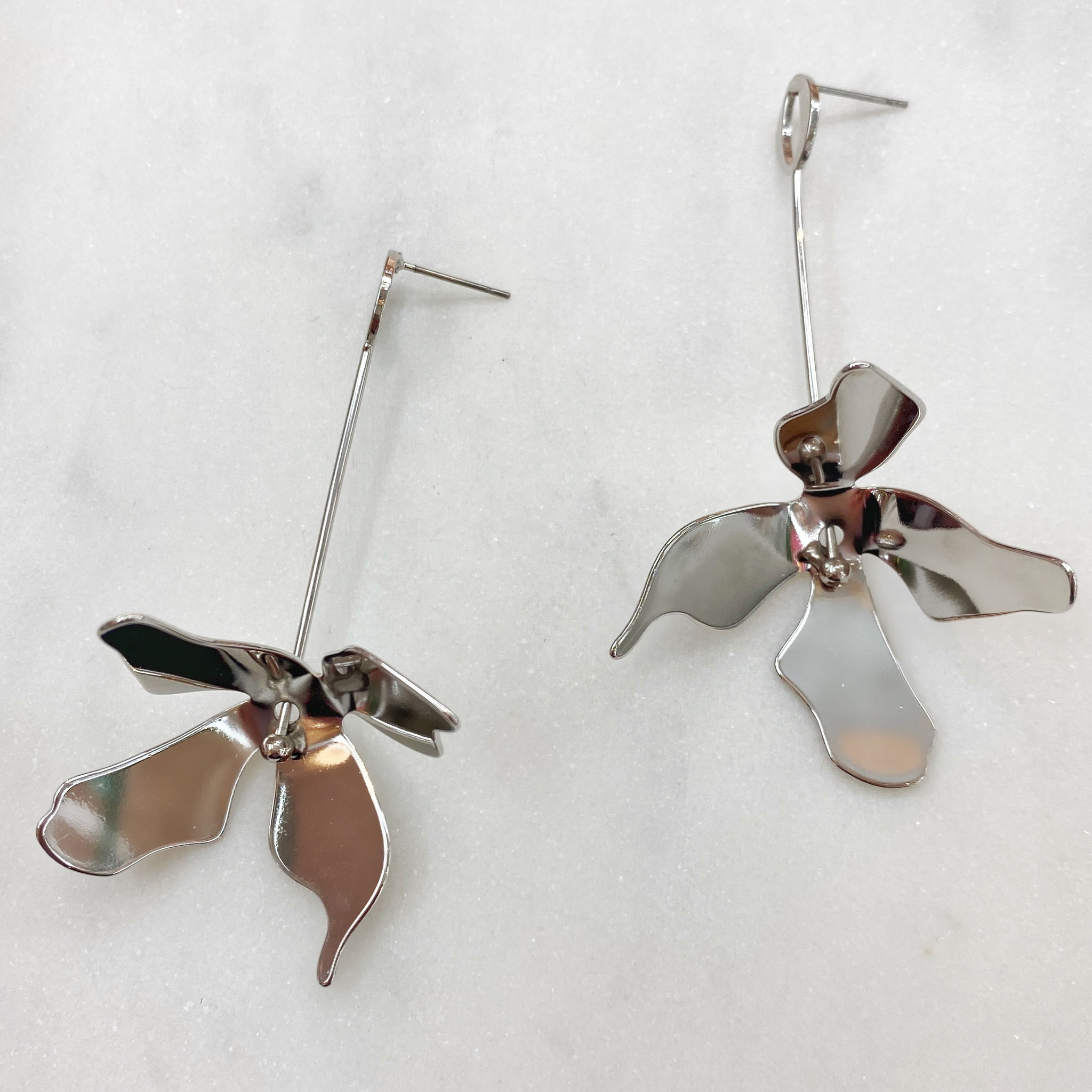Серьги-подвески из футуристического цветка
