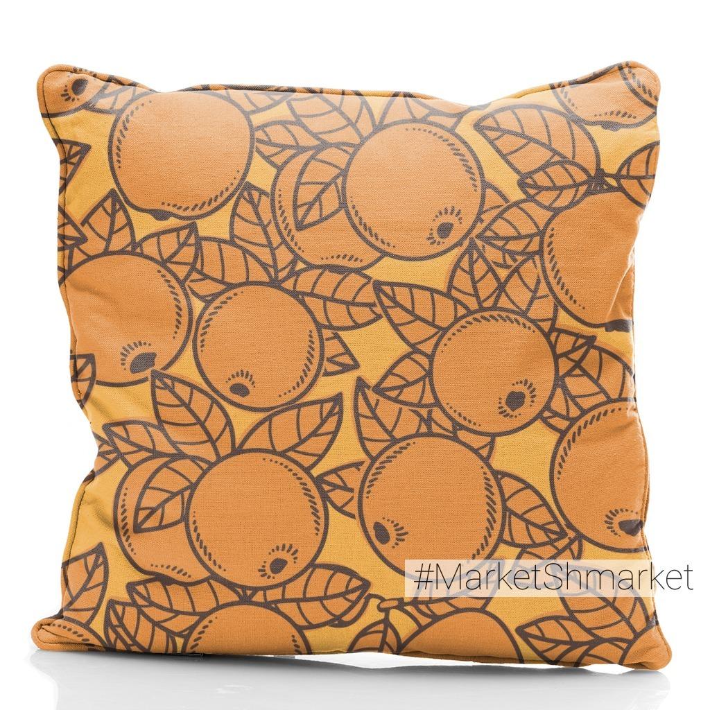 Оранжевые яблоки на желтом