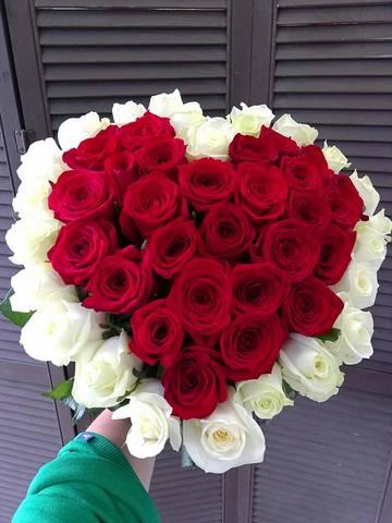 Букет из 51 розы 60 см в форме сердца #54321