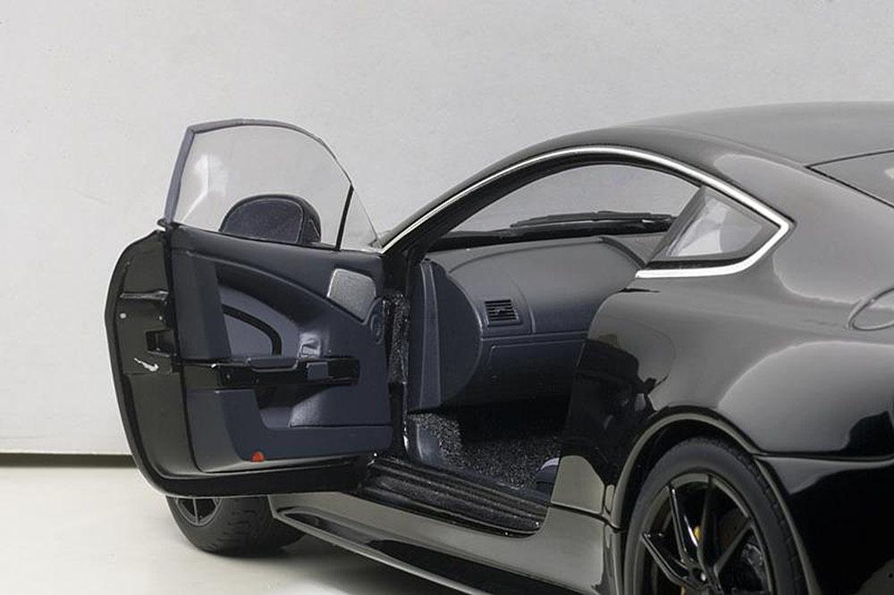 Коллекционная модель Aston Martin V12 Vantage S 2015 Black