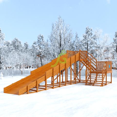 Зимняя деревянная горка