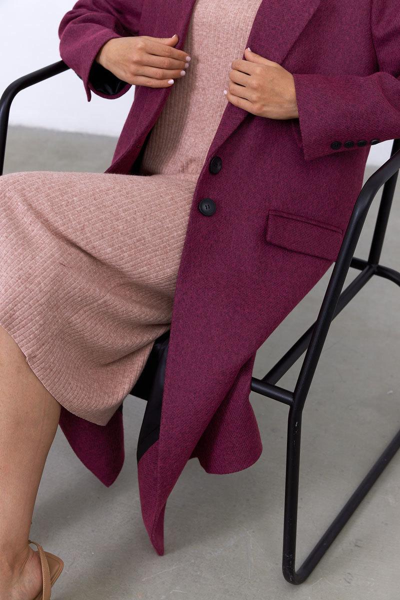 Пальто в мужском стиле с хлястиком на спинке, фуксия