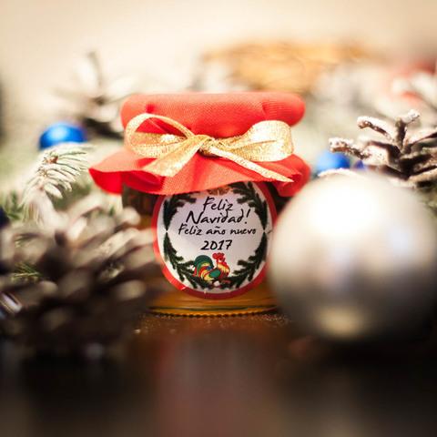 Брендированные баночки с медом для корпоративных подарков на Новый Год (пример)