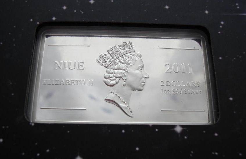 2 доллара 2011 год. Юрий Гагарин Первый человек в космосе. Ниуэ. Серебро
