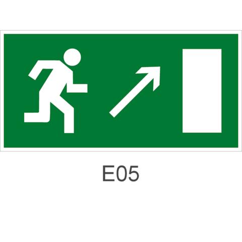 Знак Е05 движения к эвакуационному выходу направо вверх
