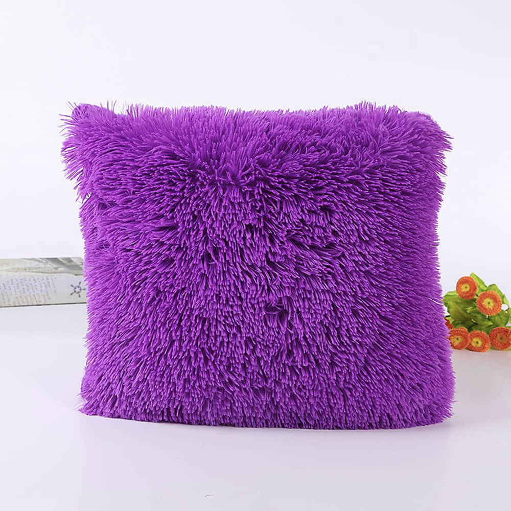Подушка интерьерная с длинным ворсом фиолетового цвета